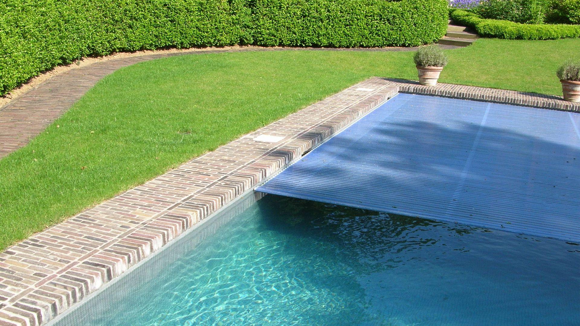 couvertures pour piscines volets et abris t lescopiques. Black Bedroom Furniture Sets. Home Design Ideas